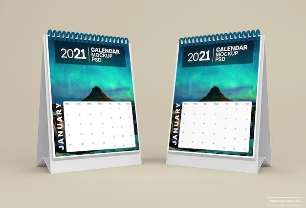 Makieta kalendarza biurko na białym tle