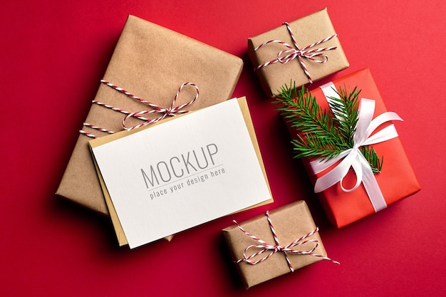 Makieta kartki świąteczne z ozdobnymi pudełkami na prezent