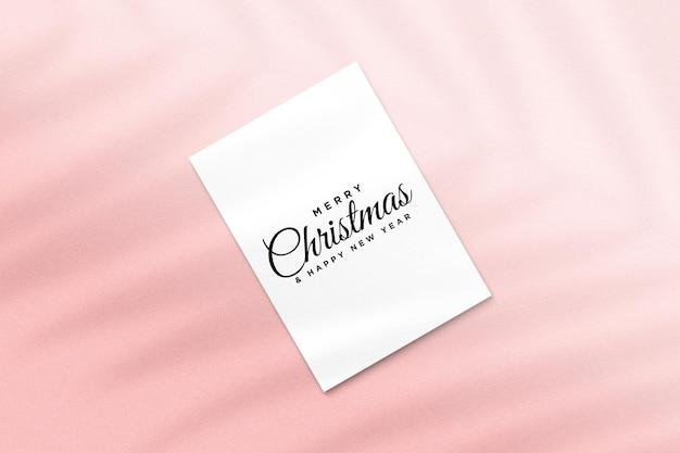 Makieta kartki z życzeniami wesołych świąt z cieniem liści palmowych