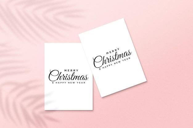 Makieta kartki z życzeniami z koncepcją świąteczną z cieniem liści palmowych