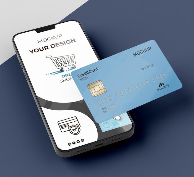 Makieta karty kredytowej z telefonem komórkowym