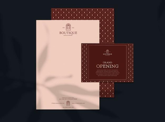 Makieta karty zaproszenia biznesowego z listem retro i kopertą do projektowania tożsamości korporacyjnej