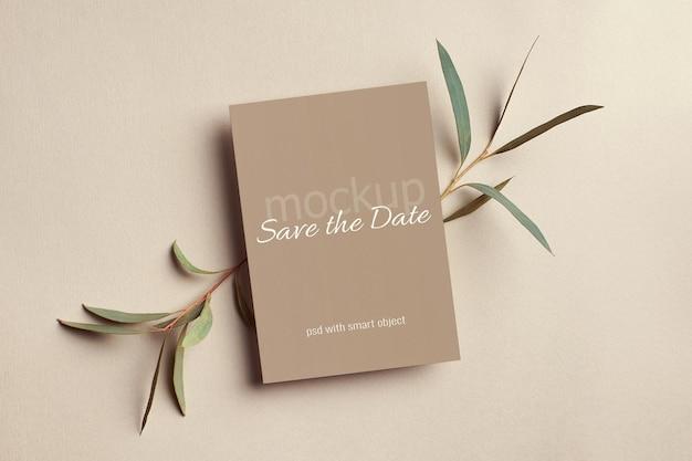 Makieta karty zaproszenia ślubne z gałązkami eukaliptusa