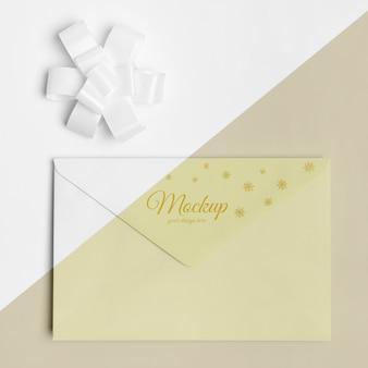 Makieta koperty z zaproszeniem na nowy rok ze wstążką