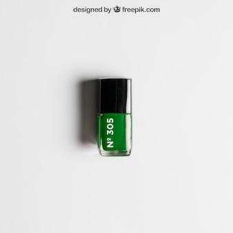 Makieta kosmetyczna z zielonym lakierem do paznokci