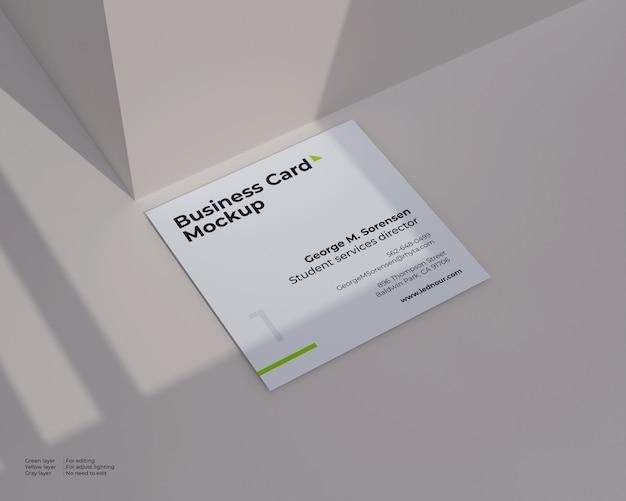 Makieta kwadratowych wizytówek w cieniu