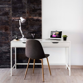 Makieta laptopa na biurku