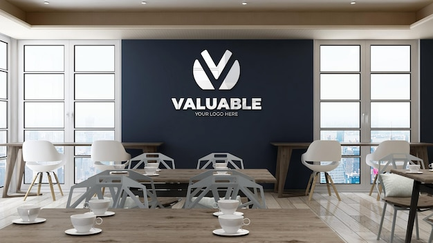 Makieta logo firmy na ścianie w biurowej spiżarni