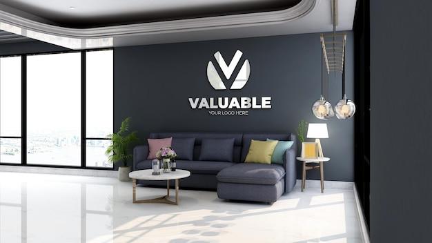 Makieta logo firmy na ścianie w minimalistycznym holu biurowym poczekalni z niebieską sofą