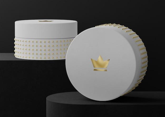 Makieta logo na białym pudełku z biżuterią dla tożsamości marki