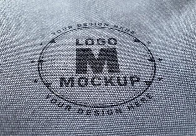 Makieta logo na fakturze tkaniny dżinsowej