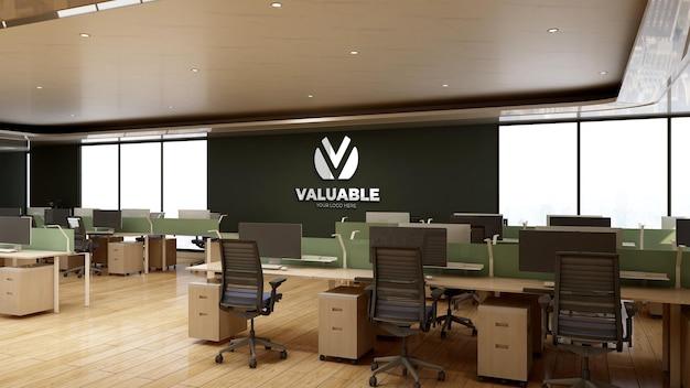 Makieta logo na ścianie w pokoju biurowym