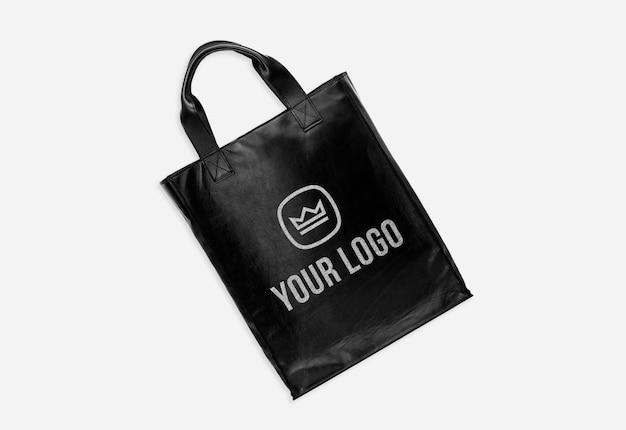 Makieta logo torby z czarnej skóry na białym tle