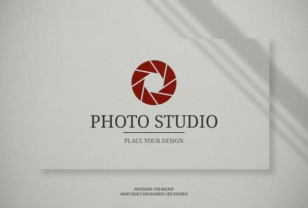 Makieta logo wizytówki biały papier rzemiosła