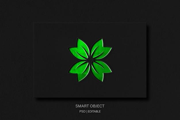 Makieta logo zielonego liścia z błyszczącym efektem