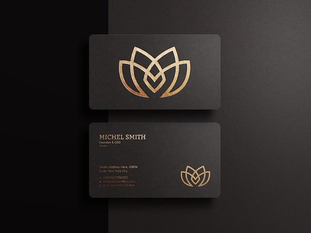 Makieta luksusowego logo na ciemnej wizytówce