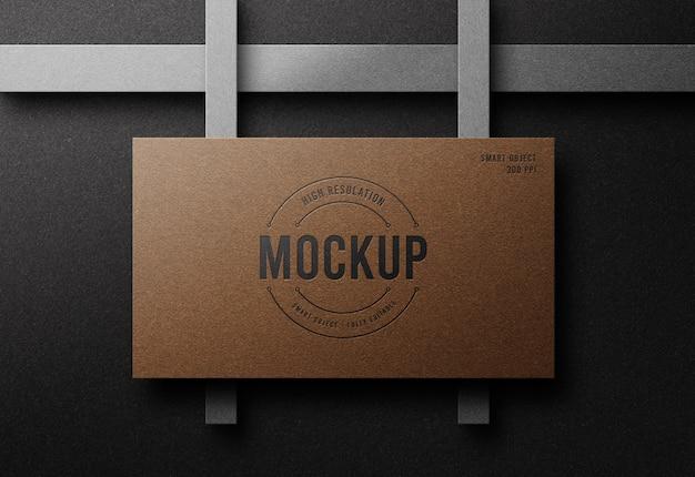 Makieta luksusowego logo na wizytówce z efektem druku typograficznego