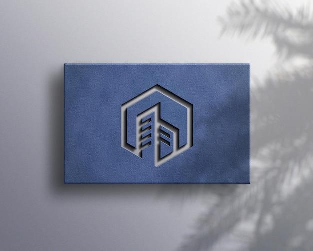 Makieta luksusowego logo z cieniem roślin