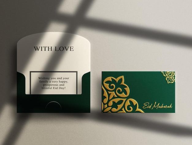 Makieta luksusowej zielonej poziomej koperty z wytłoczonym złotem