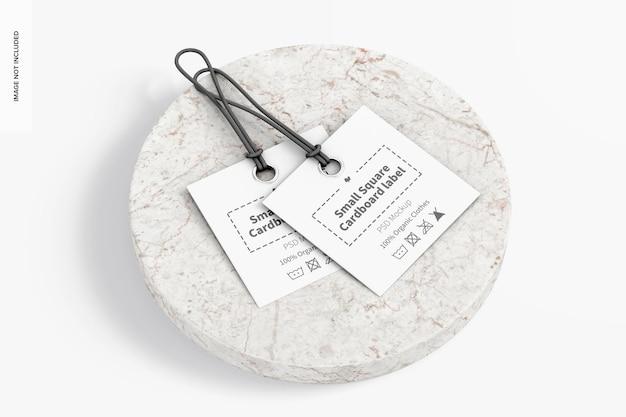 Makieta małych kwadratowych etykiet kartonowych, widok z lewej strony