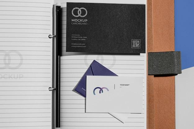Makieta materiałów biurowych z papierem