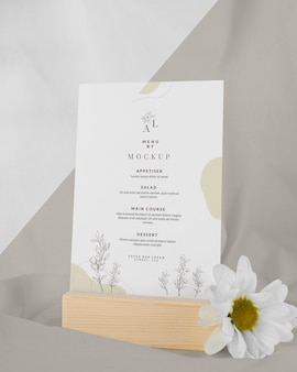 Makieta menu z białym kwiatkiem