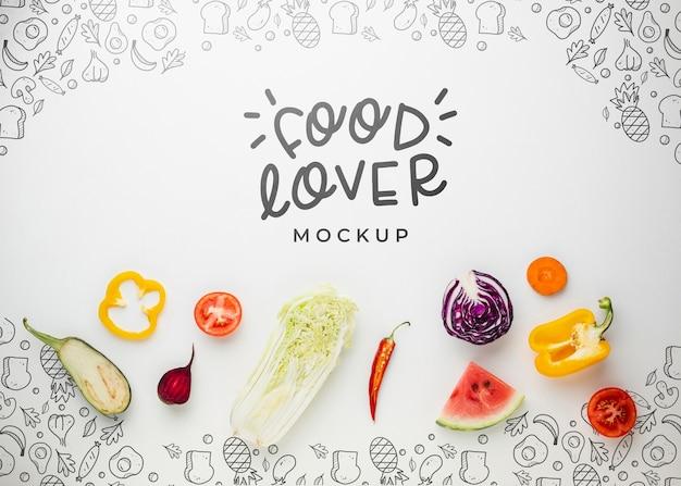 Makieta miłośnika jedzenia z warzywami i owocami