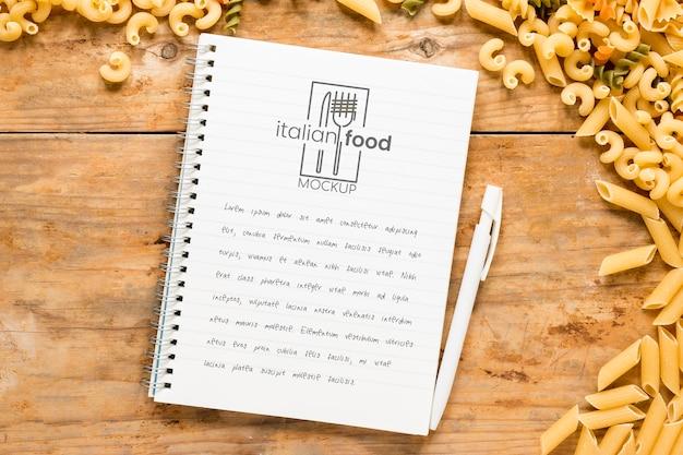 Makieta notatnika włoskiego jedzenia płaskiego świeckich