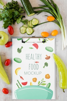 Makieta notebooka i warzywa