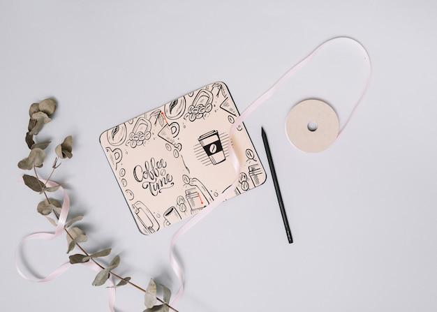 Makieta notebooka z koncepcją wiosny