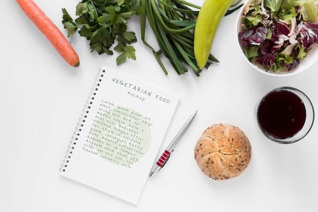 Makieta notesu z wegetariańskim jedzeniem
