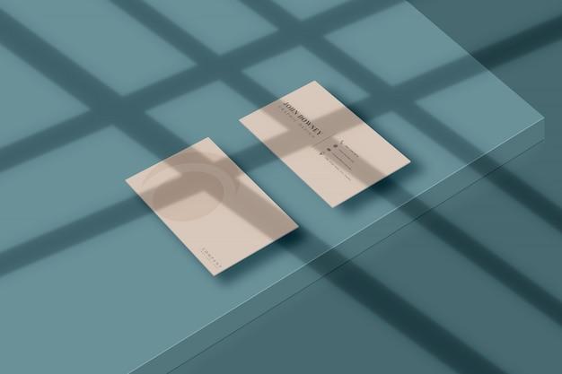 Makieta nowoczesnej wizytówki papieru z cieniem