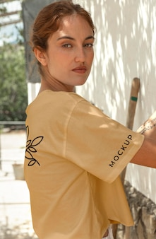 Makieta odzieży nowoczesnego miasta dziewczyny