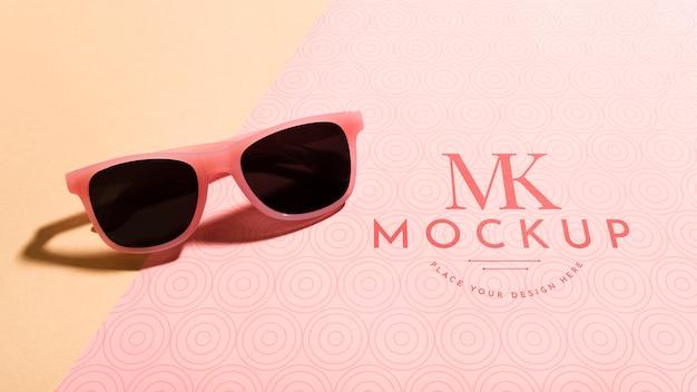 Makieta okularów przeciwsłonecznych pod dużym kątem