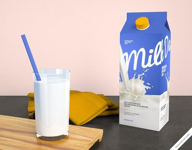 Makieta opakowania mleka ze szkłem