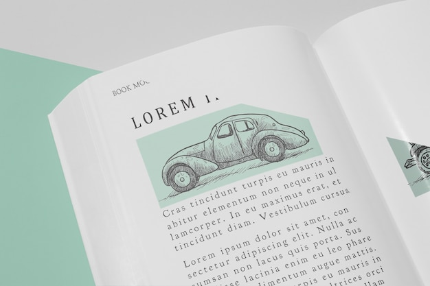 Makieta otwartej książki wysokiego kąta z ilustracją samochodu