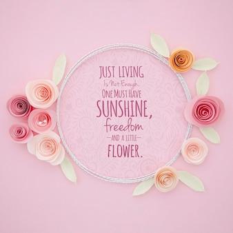 Makieta ozdobna ramka w kwiaty z inspirującym przesłaniem