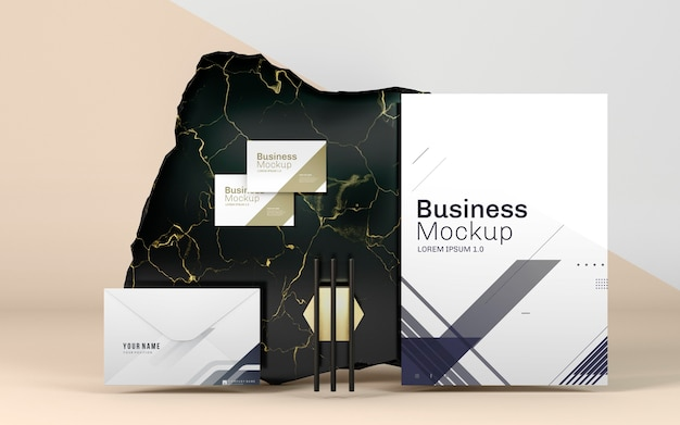 Makieta papeterii biznesowej i elegancki marmur