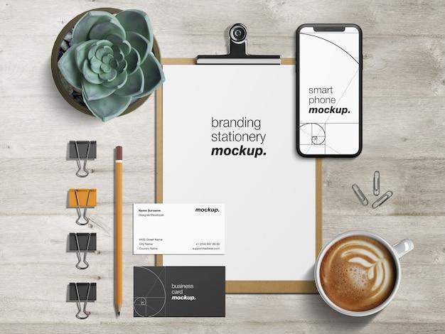 Makieta papeterii profesjonalnej tożsamości korporacyjnej z papieru firmowego, wizytówek i smartfona