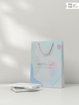 Makieta papierowej torby z logo w kolorze srebrnym