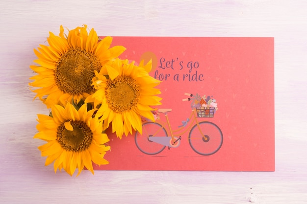 Makieta papieru z kwiatową dekoracją