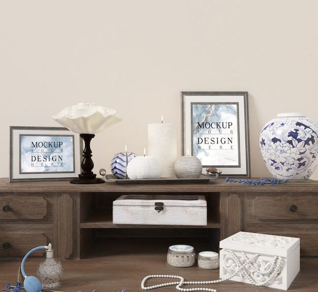 Makieta plakat na stole konsoli z dekoracją