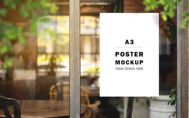 Makieta plakatu promocyjnego umieszczona przed restauracją