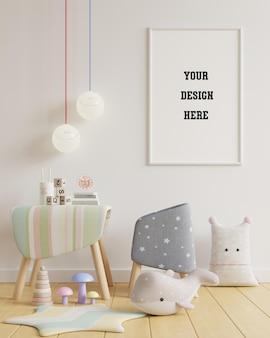 Makieta plakatu w pokoju dziecięcym na białej ścianie