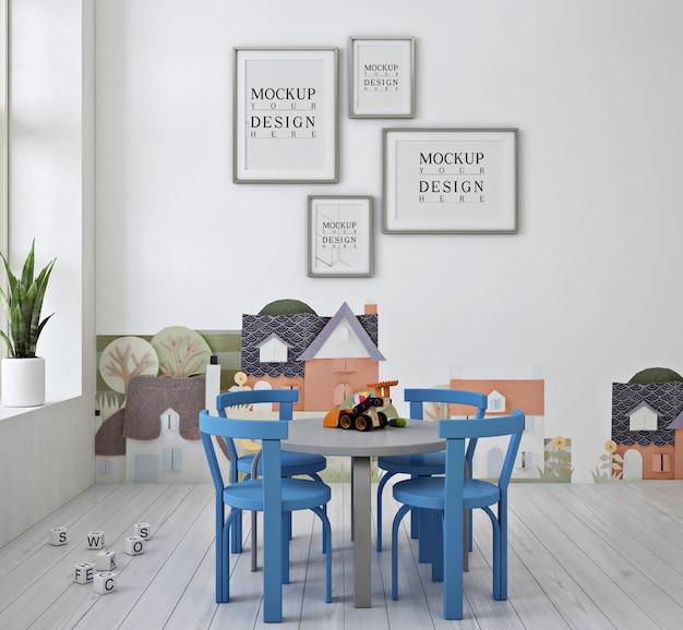 Makieta plakatu z ramą i niebieskie krzesło w nowoczesnym uroczym przedszkolu