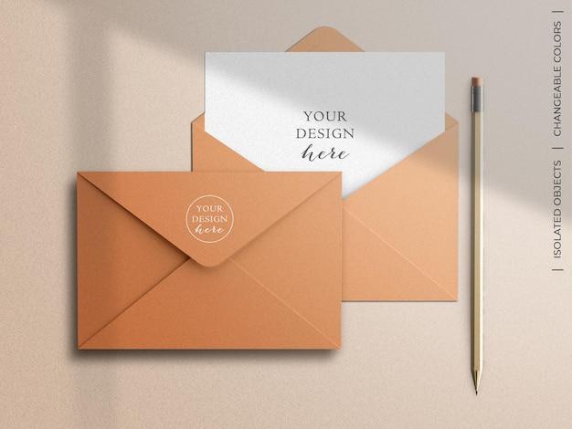Makieta pocztówki z pozdrowieniami koperty i papeterii
