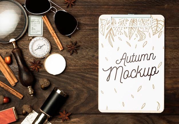 Makieta podróży płaskich leżących jesienią