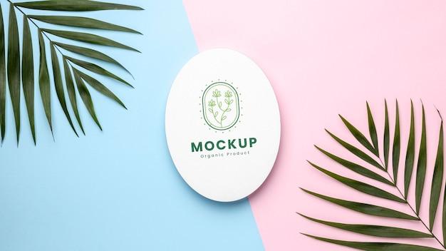 Makieta produktu ekologicznego z liśćmi