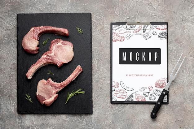 Makieta przyprawionego surowego mięsa