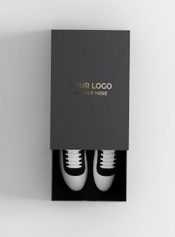Makieta pudełka na buty z tekstem w kolorze złotym